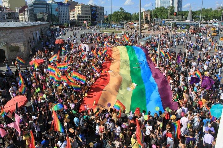 Politisch korrekter Weg in den Totalitarismus: Schwulsein als religiöses Bekenntnis